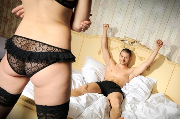 couple-sex-bedroom_9833
